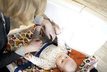Przewijak dla dziecka / Przewijak dla dziecka umożliwiaja bezpieczną i wygodną pielęgnację dziecka. Stanowisko do przewijania jest niezbędnym wyposażeniem w toaletach ogólnodostępnych na stacjach bęzynowych, w sklepach wielkopowierzchniowych, centrach handlowych, na dworcach, lotniskach, obiektach sportowych i nnnych budynkach użyteczności publicznej