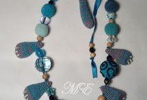 かぎ針編みのネックレス