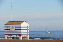 Gruissan et la Plage des Chalets / La plage des chalets et le vieux Gruissan