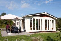 Twente 6 personen / Deze bungalow met de naam Twente is van alle gemakken voorzien. De bungalow telt 3 slaapkamers en is 60m2. Voldoende rust en ruimte om heerlijk te genieten van uw vakantie.