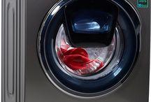 Sprechender Mensch und die Waschmaschine von Samsung