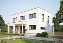 Modernes Wohnen auf der Sonnenseite / Bei diesem architektonischen Leckerbissen handelt es sich um einen neuen Entwurf der WeberHaus-Baureihe sunshine. Ein Flachdach verleiht dem Haus eine moderne Optik im Bauhaus-Stil und schafft außerdem Platz für zwei Vollgeschosse mit insgesamt 143 Quadratmetern Wohnfläche. Der schlanke Baukörper eigent sich ideal für schmale Grundstücke