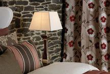 Quarto / A solução do seu quarto pode estar aqui. Decoramos desde a sua janela, aos suportes e almofadas decorativas. Saiba mais em www.plano-a.com.pt