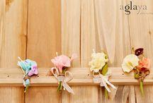 Prendidos de flores by Aglaya / Prendidos de flores hechas a mano con pasta moldeable y una antigua técnica japonesa que se conservan para siempre como el primer día. #prendidos para #novios y #padrinos de #boda