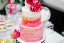 Wedding Cake Florals / Wedding cakes adorned with flowers