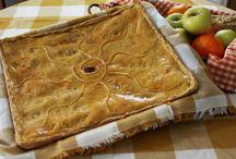 ¡Más buenas que el pan! / Para los empanados, para los espabilados, para los argentinos, para los gallegos, para los glotones, para los que están a dieta, para los carnívoros, para los vegetarianos. Y es que, al final, ¿todo está más bueno con pan? http://bit.ly/empanadas-barcelona