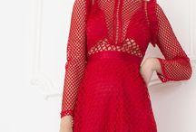 NAVONA COLLECTION S/S 2017 / Wiemy, że zakup sukienki jest dla kobiety czymś wyjątkowym – niezależnie od tego, czy to jest mała czarna, suknia balowa czy suknia wieczorowa. Dzięki współpracy z najlepszymi projektantami znajdziecie piękne, idealnie współgrające z swoją sylwetką kreacje.
