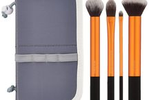 Makeup Brush Set / Best professional and amateur makeup brush sets reviewed for eyes and face. High-quality yet affordable makeup brush sets that are perfect for your beauty. - http://beautifieddesigns.com/makeup-brush-set/