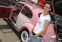 Rosa May / Mein von mir restaurierter 1300 VW Käfer Bj.'66. Lackiert in meiner lieblingsfarbe Rosa mit blumiger Innenausstattung und vielen passenden liebevollen Details❤️