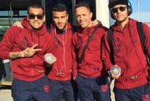 Alves , Rafinha , Adriano i Neymar JR
