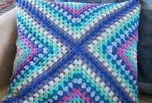 CROCHET CUSHION CROSS