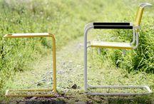 """Chairholder präsentiert: THONET - All Seasons / Thonet - All Seasons. DRAUSSEN ZU HAUSE. Mit der Kollektion """"Thonet All Seasons"""" für drinnen und draußen gibt Thonet seinen Stahlrohrklassikern die Gelegenheit, sich bei jedem Wetter zu präsentieren. Dazu gibt Thonet ausgewählten Ikonen aus der Bauhaus-Zeit, darunter den Stühlen S 33 und S 34 von Mart Stam, dem Beistelltisch B 9 oder auch dem Loungesessel S 35 von Marcel Breuer sowie dem Freischwinger S 533 von Ludwig Mies van der Rohe, einen neuen Anstrich ..."""