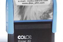 Pieczątki online  / Zamówienie pieczątki online w Max jest  proste jak wysłanie  e-mail-a, sms-a czy  skan kodu QR . Tyle wystarczy, aby skorzystać z oferty wyrobu  pieczątek w technice grawerowania laserowego. największy wybór automatów, kołków i kolorów tuszów.