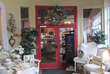 Courtyard Antiques Olympia / Outside Looking in