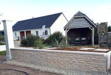 Muret de clôture pierres de Bourgogne monobloc / Muret de clôture monobloc droit, aspect pierres de Bourgogne, en pierre reconstituée ou béton préfabriqué décoratif