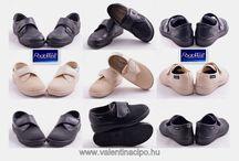 Podowell lábbelik a Valentina Cipőboltokba és Webáruházban! / Podowell lábbeliket 1930 óta gyártják Franciaországban. Mindazok számára ajánljuk, hogy próbálják ki az új Podowell lábbeliket, akik nem találnak megfelelő kényelmi cipőket a lábukra. Maximális kényelmet biztosít az érzékeny, fájdalmas lábak részére. Podowell kifejlesztett az ortopéd cipők új generációját, hogy az érzékeny lábakkal, talpi betegségekkel élők is átérezzék a kényelmes puha lépések örömét. A Valentina Cipőboltokban & Webáruházban kényelmesen vásárolhat a Podowell cipőkből!