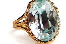 Beautiful Rings & Jewels / Sélection des plus bagues de fiançailles et de mariage, de pièces de Haute joaillerie, de diamants, de bracelets, de bijoux or ou argent, de boucles d'oreilles et de montres d'aujourd'ui ou du passé