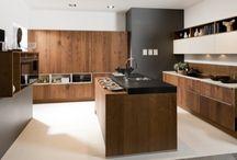 Kuchnie z fornirem / Fornir jest jednym z najbardziej luksusowych materiałów wykorzystywanych w produkcji mebli. Zobaczcie, jak wygląd w gotowych realizacjach