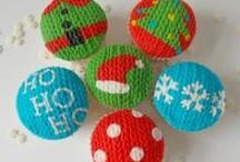 Blue Door Bakery goes festive! / All our Christmas Cake & cupcake tutorials can be found here. / by Blue Door Bakery