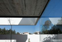 Dum / Rohové okno