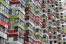 ЖК на Глаголева 49-26 /  Архитекторы: «BuroMoscow»/ КРОСТ/Пластическое решение: подчеркнутая коммуникационная вертикаль, орнаментика, использование цветных панелей, повторяющаяся нарезка окон