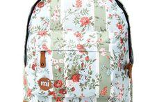 Urban Locker - Thème Floral / Tu aime les fleurs? Tu aimes les habits avec des couleurs? Alors ce tableau est fait pour toi découvre tous nos produits floraux!
