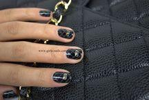Chic Matelassé Nails N°-924  / L'inspiration venue de sac classique 2.55 de Chanel, une façon de montrer l'effet matelassé sur des ongles. C'est très chic aussi.