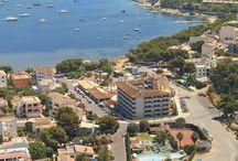 JS Es Corso, Portocolom / Situado en el corazón de Portocolom, a pocos metros del litoral, ofrece unas fantásticas vistas a la bahía de un precioso puerto pesquero. Un hotel ideal para disfrutar de unas vacaciones con niños.