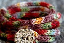 pletené a háčkované šperky