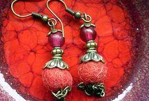 Mataline Créations / Fabrication de bijoux avec une base de laine feutrée et un mélange de différents matériaux. Tout en couleurs et en formes... http://matalinetoure.wix.com/matalinecreations