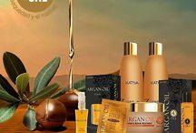 "Kativa Natural Argan Oil / Η σειρά Kativa Argan Oil χαρίζει στα μαλλιά σας την φυσική λάμψη και προστασία που πρέπει να έχουν. Το Argan Oil είναι ένα αρχαίο μυστικό ομορφιάς και είναι γνωστό ως ""καθαρή Ουσία της ερήμου"". Εξάγεται από τα καρύδια του δέντρου argan που βρίσκεται στο νοτιοδυτικό Μαρόκο και είναι παγκοσμίως γνωστό για τα οφέλη του στα μαλλιά και στο δέρμα."