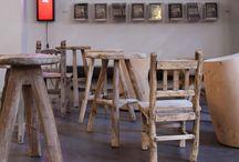 Bois clair / Le bois clair provient de maisons très anciennes en Chine. Décapé, poncé, puis lustré, il se découvre une beauté et devient plateau de table, console, etc., s'intègrant parfaitement dans tout type d'intérieur.