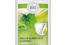 Soins cheveux Bio / Les cheveux sont agressés par l'eau calcaire, le soleil et la pollution. Afin qu'ils retrouvent force et vitalité, il faut leur apporter des soins spécifiques. Choisissez un shampooing bio en fonction de votre besoin et de votre type de cheveux. Complétez ensuite avec un soin capillaire comme un après shampooing ou un masque bio. Débarrassés de ces impuretés et du voile terne qui peut se déposer, vos cheveux retrouveront leur souplesse et les fibres capillaires seront réparées en profondeur.