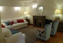 Zonas comunes - Common areas / Agradable salón, con cómodos sofás, tv, música. Zona de comedor para los desayunos, comidas, meriendas con amigos.. y zona de lectura para pasar el rato tranquilamente.