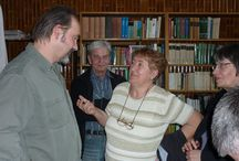 Könyvtár Pomáz / Könyvtár Pomáz  A Pomáz Televízió és a Pomázi Művelődési Ház és Könyvtár jóvoltából egy kellemes hangulatú, érdekes időutazáson vehettünk részt Berta Zsolt író, zenész közreműködésével, a könyvtár olvasótermében. Köszönjük az írónak az előadást, az olvasóknak a részvételt!  https://www.facebook.com/photo.php?fbid=476839722463740&set=a.383035798510800.1073741830.100004131497742&type=1