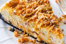 Peanut Butter Butterfinger Cheesecake / Peanut Butter Butterfinger Cheesecake