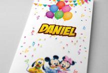 Invitatie de botez cu Mickey Mouse / Invitație de botez, cu binecunoscutele personaje de desene animate Mickey Mouse, Daisy și Pluto – o invitație colorată, plină de bucurie și entuziasm.#babyshower #invitation #MickeyMouse