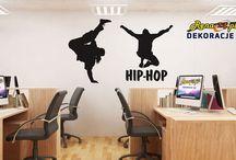 Dekoracje ścienne 3D / Dekoracje przestrzenne (3D) są bezkonkurencyjne wobec innych dostępnych na rynku i zapewniają wspaniały, niezmienny wygląd przez długie lata. Znajdują również zastosowanie w restauracjach, lokalach, holach hotelowych itp. Dają rewelacyjny efekt przestrzennej dekoracji ścian.