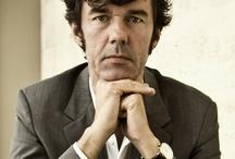 """Stefan Segmeister / """"Stefan Sagmeister je grafický designér s charakteristickým rukopisem, který žije a pracuje v New Yorku, je vyhledávaný klienty po celém světě. Mezi jeho klienty patří firmy Adobe, Levi's, BMW, EPD, časopis Rolling Stone nebo hudebník Lou Reed. Sagmeister patří mezi headlinery světových konferencí věnovaných designu, včetně americké konference TED,"""" popisují hlavní hvězdu konference její organizátoři."""