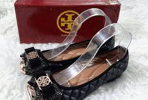 Torry / Sepatu dan sandal Torry import hongkong   ukuran standar asia, jadi sama dengan ukuran yang biasa di pakai   pemesanan harap cantumkan ukuran, warna dan gambar   Peminat serius hub hp/wa/line 087825743622
