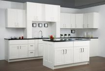 Project CTG: White Kitchen Cabinets / Refreshing and bright, you can't go wrong with white kitchen cabinets!