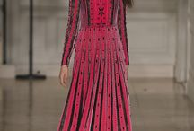 Valentino Women's Fall/Winter 2017 - 18 Collection / For the Fall/Winter 2017-18 Collection the friction between opposites become binding, without any effort. Guided by lightness and spirit of synthesis in a dialogue with time, the new collection by Pierpaolo Piccioli, combines the instinctive gestures of the 80's Memphis movement and the primordial purity outfits of the Victorian age. Volumes that increase, to then be restrained; the pleasure of coordinating all, using color as a sign.