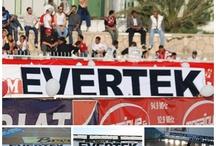Proud to be a Tunisian Brand / Evertek est fière d'être une marque Tunisienne ! Pour des raisons révolutionnaires bien sur, mais aussi parce que la Tunisie est belle et plurielle. Les Tunisiens ont du talent ! Ils sont créatifs et innovants. Nous souhaitons vous faire partager tout ce que la Tunisie peut offrir.
