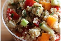 Salade de quinoa avec amandes, feta et légumes~