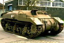WW2 - KANGAROO (PRIEST/RAM/SHERMAN) / Kangaroo– seriatransporterów opancerzonychkonstrukcji kanadyjskiej z okresuII wojny światowej, powstałych w wyniku przebudowy podwozi dział samobieżnychM7 Priest, czołgówRamiM4 Sherman, a w mniejszych ilościach takżeChurchilliCentaur