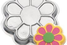 Flower Cake Designs / This shape cake is made by using our Wilton Flower cake tin.