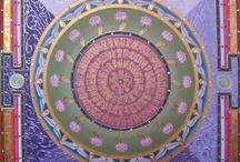 """Therapy: Mandala and color / """"Mandala è una parola che in sanscrito significa cerchio o ciclo.In Origine significava:""""quello che possiede (la) essenza e totalità (manda)"""".È associata alla cultura veda ed in particolar modo alla raccolta di inni o libri chiamata Rig Veda che è uno dei testi sacri più antichi della storia dell'umanità.Il termine Mandala è usato anche per indicare un disegno composto dall'associazione di diverse figure geometriche, le più usate delle quali sono il punto,il triangolo,il cerchio ed il quadrato"""""""