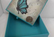 caixas com borboletas