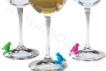 Darceky pre vinarov / V tejto sekcii nájdete darčeky predovšetkým určené ako darček pre milovníka vína. Ponúkame Vám netradičné vínne darčeky, vtipné a originálne vinné darčeky vhodné na každú príležitosť: darček na meniny či narodeniny, darčeky na Vianoce, alebo len tak - pre radosť.