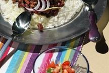 Мексиканская кухня / Острая, яркая, простая и честная кухня Мексики была страшно популярна в Москве девяностых. Видимо, она как-то рифмовалась с их лихостью, первоначальном накоплении капитала и запахом свободы, похожим на перец чили. Девяностые закончились, но мексиканская кухня никуда не делась и ее вполне можно готовить дома.